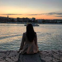"""161 aprecieri, 1 comentarii - Ana •CREATIVE POSTS• (@solnitacuvise) pe Instagram: """"Bucurie în fiecare apus. #budapest #sunset #trip #travel #girl #sky #love #instatravel…"""" Budapest, Creative, Travel, Instagram, Viajes, Destinations, Traveling, Trips"""