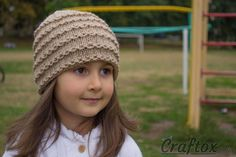 Chain Link Knit Hat Pattern | This knit hat pattern is perfect for little girls.