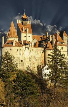 """Dracula's Castle - This Transylvanian fortress was home to the feared Vlad the Impaler, the inspiration for Bram Stoker's """"Dracula. Beach Honeymoon Destinations, Romantic Honeymoon, Travel Destinations, Honeymoon Tips, Wonderful Places, Beautiful Places, Dracula Castle, Chateau Medieval, Viajes"""
