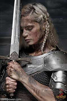 Viking women led a life that women of their time in other regions might envy. The stories of the Viking women's life was full of inspiration of empowering the women. Check it out now the Viking Women life on this writing. Warrior Princess, Warrior Queen, Warrior Girl, Warrior Pose, Fantasy Warrior, Viking Warrior Woman, Viking Age, Viking Queen, Viking Warrior Tattoos