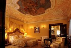 The Royal Suite | Hotel Danieli's Signature Suite Collection | Luxury accomodations in Venice