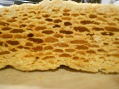 Honeycomb Recipe, Honeycomb Candy, Easy Candy Recipes, Fudge Recipes, Dessert Dishes, Candy Dishes, Desserts, Seafoam Candy Recipe, Sea Foam Candy