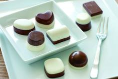 A oto idealny deser na sobotnie popołudnie - aksamitnie miękkie, żelatynowe czekoladki. Składniki: Mleczna czekolada. A. 30g gorzkiej czekolady (pokruszonej) 1 i 1/3 łyżki stołowej śmietanki 30% Od...