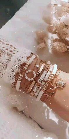 Diy Bracelets Patterns, Handmade Jewelry Bracelets, Bracelet Crafts, Gemstone Bracelets, Bracelet Designs, Jewelry Crafts, Bead Jewellery, Beaded Jewelry, Leather Jewelry