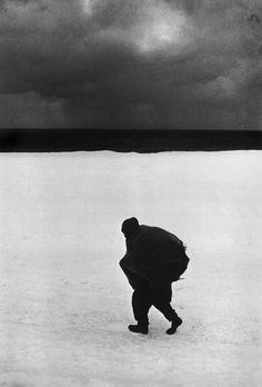 Hiroshi Hamaya, JAPAN. Taugaro. Woman hurrying on the snow road. 1956.