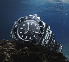 The Rolex Submariner is truly a creature of the sea. The Rolex Submariner is truly a creature of the sea. Created in it was the first wristwatch waterproof t Men's Watches, Luxury Watches, Cool Watches, Watches For Men, Wrist Watches, James Cameron, Rolex Submariner, Omega Seamaster, Skagen