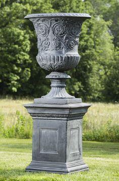 Charmant Kingswood Iron Urn On Hillsworth Iron Pedestal