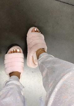 ugg boots outfit - ugg boots outfit - ugg boots - ugg boots outfit winter - ugg boots outfit black girl - ugg boots outfit chestnut - ugg boots outfit black - ugg boots outfit leggings - ugg boots with bows Cute Sandals, Shoes Sandals, Girls Sandals, Outfits Ugg Boots, Pink Outfits, Fall Outfits, Ugg Bailey, Souliers Nike, Sneakers Fashion