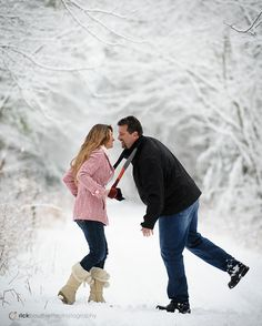 Winter couple pictures, winter engagement pictures, winter photos, couple p