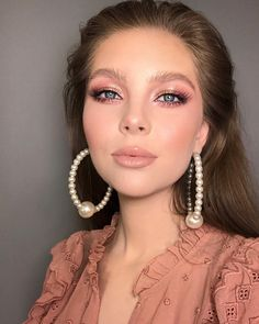 32 Gorgeous Rose Gold Makeup Ideas That Make You Glow! - Page 28 of 32 - GetbestIdea 32 Gorgeous Rose Gold Makeup Ideas That Make You Glow! - Page 28 of 32 - GetbestIdea Makeup Trends, Makeup Inspo, Makeup Art, Makeup Inspiration, Makeup Tips, Beauty Makeup, Eye Makeup, Hair Makeup, Indie Makeup