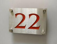 Numero de Maison metal Inox découpé au laser + plaque Couleur Rouge | Lasercut House Number Stainless Steel metal + Red Color Layer aluminium