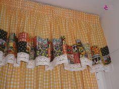 Entre baño y baño, también le ha tocado a la cocina cambiar un poquito de estilo, y para ello, esta vez nos hemos puesto manos a la obra mi... Gingham Curtains, Crochet Curtains, Home Curtains, Country Curtains, Valance Curtains, Primitive Kitchen Decor, Primitive Bedroom, Kitchen Curtain Sets, Kitchen Curtains