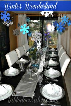 Try this Winter Wonderland Table for Christmas or your upcoming Holiday party!   http://www.tabledecorideas.com/winter-wonderland-table-decor/