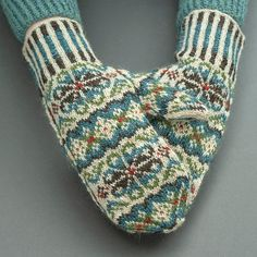 Tettegouche Mittens Ravelry: Tettegouche Mittens pattern by Virginia Sattler-Reimer Record of Knitting Wool rotating, weaving and sewing job. Knitted Mittens Pattern, Intarsia Knitting, Fair Isle Knitting Patterns, Crochet Mittens, Knitting Blogs, Fingerless Mittens, Knitting Charts, Knitted Gloves, Knitting Socks