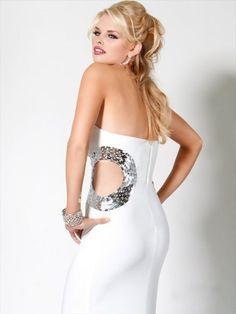I wanted this as my prom dress ! But in black I tried it on. Too bad it's $400 dollars.