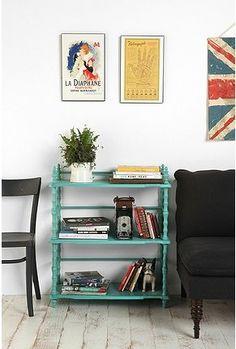 Pintar de un color alegre un mueble pasado de moda