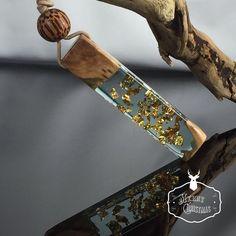 Ein persönlicher Favorit aus meinem Etsy-Shop https://www.etsy.com/de/listing/561415172/resin-wood-necklaceblue-clearharz-holz