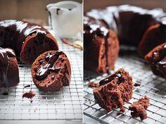 Yogurt Chocolate Cake with Chocolate Ganache Chocolate Yogurt, Chocolate Ganache, Chocolate Desserts, Baking Recipes, Cake Recipes, Dessert Recipes, Yummy Treats, Sweet Treats, Yummy Food
