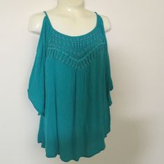 Cold shoulder top Turquoise/teal color. So cute. Great condition. Boho vibes. Nice detailing Eyeshadow Tops