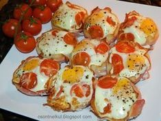 Quiche Muffins, Appetizer Dips, Caprese Salad, Meat Recipes, Hamburger, Food Porn, Food And Drink, Keto, Kitchens