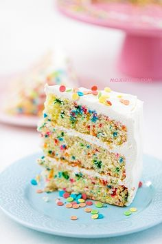 Find images and videos about sweet, cake and candy on We Heart It - the app to get lost in what you love. Confetti Cake Recipes, Sprinkle Party, Food Cakes, Yummy Cakes, Amazing Cakes, Vanilla Cake, Sweet Recipes, Food To Make, Cake Decorating