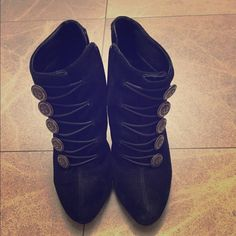Guess ankle boots US Size 5 Guess Shoes Ankle Boots & Booties