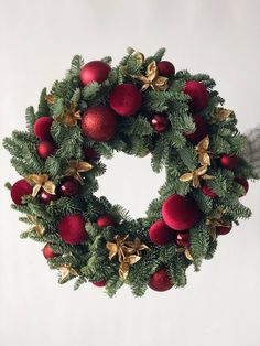 Rose Gold Christmas Decorations, Christmas Wreaths To Make, Christmas Flowers, Noel Christmas, Xmas Decorations, Simple Christmas, Christmas Crafts, Christmas Tree Inspiration, Christmas Traditions