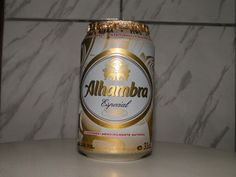 Cerveja Alhambra Especial, estilo Premium American Lager, produzida por Cervezas Alhambra, Espanha. 5.4% ABV de álcool.