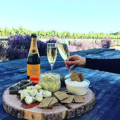 G'Night! #wine #winetime #winetasting #winetour #wines #winesofinstagram #instagramwine #instawine #wineday #goodtimes #yum #yummy #winery #wineoftheday #wine #winecountry #veuveclicquot #cheese #bread #goodnight #redwine #whitewine #dreams #paradise