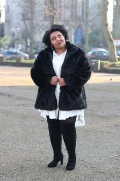 Plus Size Fashion, Girly Fashion, Plus Size Style, Plus Size Looks, Clothing from Yours Clothing. Faux Fur Coat. All Looks are reviewed on my blog at www.mayahcamara.com