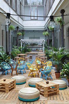 restaurant outdoor 35 Trendiest Restaurant Design That Will Make Your Customers Cozy Outdoor Restaurant Design, Restaurant Patio, Restaurant Concept, Restaurant En Plein Air, Deco Cafe, Mein Café, Cafe Concept, Cafe Seating, Small Cafe Design