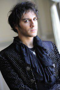 Mikelangelo Loconte. Hot+French+great singer= you, me, now!
