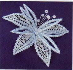 Preciosa verdad             Para mis compañeras del bolillos.  Aquí el patrón sacado de la red. Lace Flowers, Crochet Flowers, Crochet Lace, Doily Art, Lace Art, Romanian Lace, Bobbin Lacemaking, Types Of Lace, Embroidery Hearts