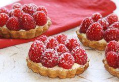 ALWAYS willing to try another raspberry tart recipe! (miss you paris!) black dog food blog: petite raspberry tart.