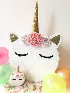 Diy Pinata Discover 4 Trendy Spring Party Ideas to Inspire Your Next Soiree A unicorn piñata is a must-have at your next themed party. Unicorn Birthday Parties, First Birthday Parties, Birthday Party Themes, First Birthdays, Diy Unicorn Party, Birthday Ideas, Birthday Pinata, Pinata Party, Baby Shower Unicornio