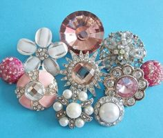 Vintage sparkly buttons in rhinestones, pink faux jewels and pearls.