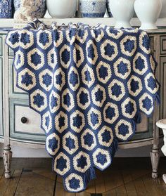 Simply Country Blue & White throw. #Free crochet pattern (Red Heart).