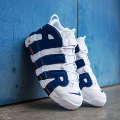 """147 Beğenme, 3 Yorum - Instagram'da BASKETBALL, SNEAKERS, APPAREL (@kickz93): """"🏀EWING🏀 The Nike Air More Uptempo 'Knicks' is available now on KICKZ.com! #nike #air #more…"""""""