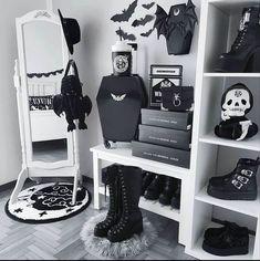 Dark Home Decor, Goth Home Decor, Grunge Bedroom, Gothic Room, Room Ideas Bedroom, Room Decor, Teenage Room, Cozy Room, Aesthetic Bedroom