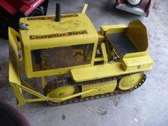 *PEDAL CAR ~ Antique Caterpillar Bulldozer Pedal Car with Original Metal Tracks Unrestored