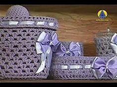 Sabor de Vida Artesanatos | Cesto em Crochê Endurecido - 04 de Dezembro ... Crochet Fabric, Crochet Art, Crochet Home, Love Crochet, Crochet Gifts, Crochet Motif, Crochet Cocoon, Chunky Crochet, Crochet Basket Pattern