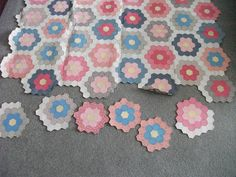 GRANDMOTHERS FLOWER GARDEN QUILT