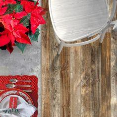 Červená barva je vánočním evergreenem! Stejně tak, jako dřevo na podlaze je klasikou všech klasik.  Dlažba Timber Design je stvořená pro milovníky dřeva a všech jeho podob, patina, struktura dřeva, jemné odstíny, to je přesně ono! Navíc, dlažba Timber Design zvládne i zátěž té nejdivočejší párty! Struktura, Design, Home, Ad Home, Homes, Haus, Houses