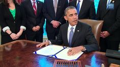 """[Collection] President Obama signs the """"certainty of loan bipartite Stud..."""