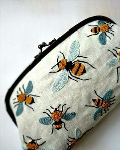 Bee crewel-work clutch Hoop-la