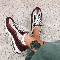Adidas Women Shoes - Sneakers femme - Nike Air Max 95 - We reveal the news in sneakers for spring summer 2017 Nike Free Shoes, Nike Shoes, Sneakers Nike, Women's Shoes, Roshe Shoes, Nike Pants, Streetwear, Air Max 97, Basket Mode