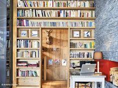 Bibliotheque autour porte