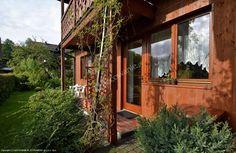 Amelia – domek nad rzeką Grajcarek, nieopodal promenady uzdrowiskowej i ścieżki pieszo-rowerowej. Szczegóły oferty: http://www.nocowanie.pl/noclegi/szczawnica/kwatery_i_pokoje/84007/