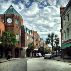, Downtown Charleston, SC King of shopping street. On problem is deciding which shops to go in? Southern Charm, Southern Living, Southern Style, Charleston South Carolina, Charleston Sc, Amazing Places, Beautiful Places, Folly Beach, Shopping Street