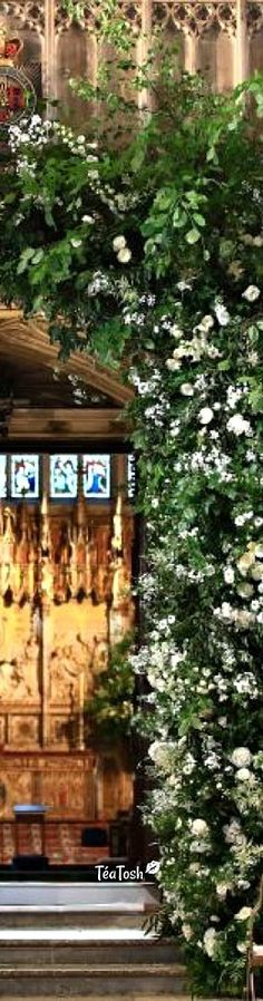 ❈Téa Tosh❈ BLOOMING LOVELY Prince Harry and Meghan Markle pay moving secret tribute to Princess Diana with floral garlands decorating St George's Chapel